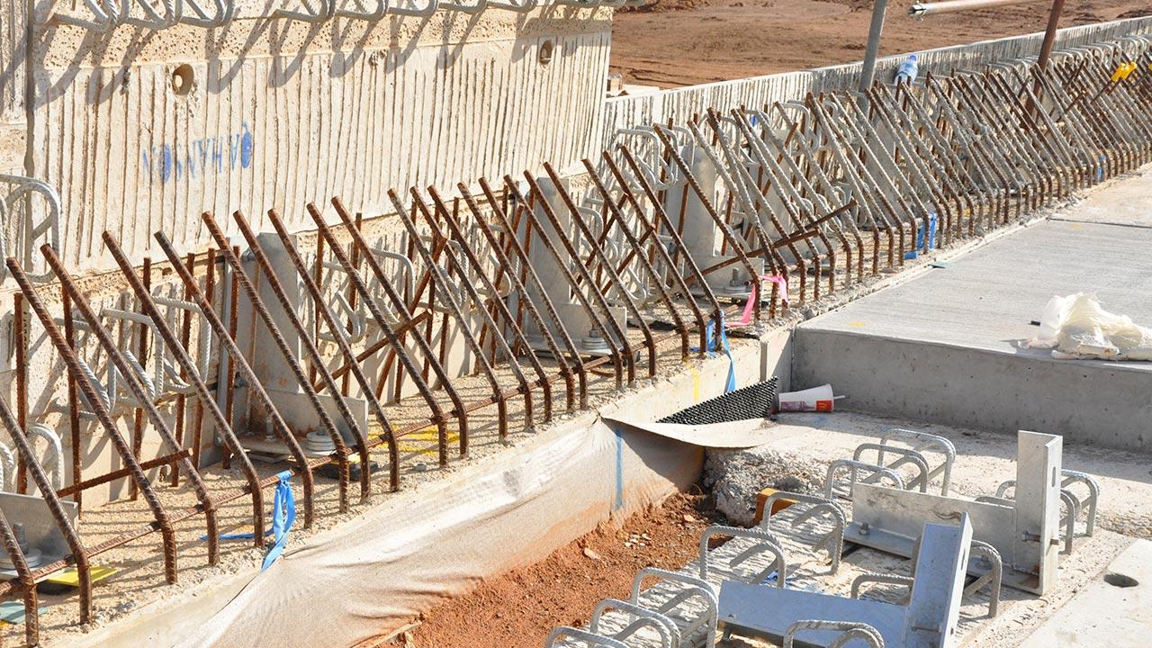 Metal bridge construction